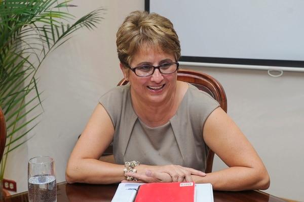 Sara Salazar, presidenta ejecutiva de Recope, está empeñada en reducir los gastos en esa institución autónoma.   ARCHIVO