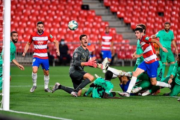 El Real Madrid tuvo que sudar de más para conseguir los tres puntos frente al Granada. Fotografía: AFP