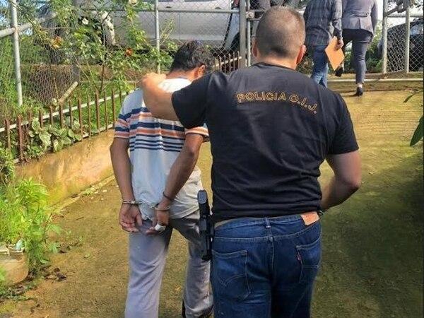 Un individuo que labora como peón en una granja avícola en Puriscal fue detenido por obtener fotos desnudas de tres menores de 12, 13 y 14 años de edad. Foto de OIJ