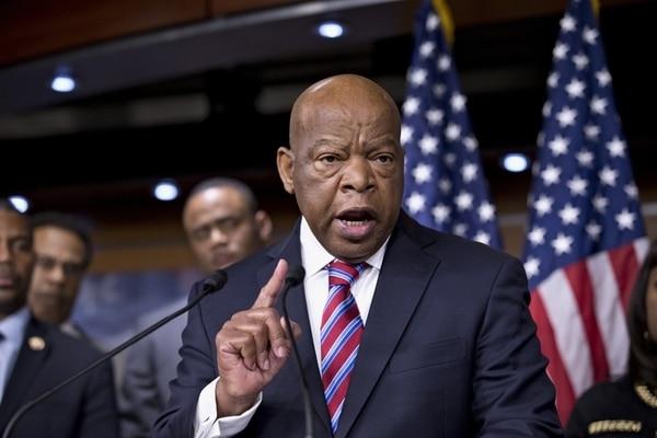 El representa demócrata por Georgia John Lewis expresa su disconformidad con el fallo de la Corte Suprema. | AP