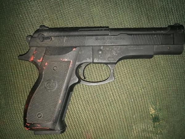 Las autoridades les decomisaron armas de fuego a los cuatro sospechosos.