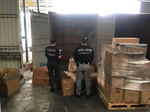 Los cigarrillos venían en un contenedor que transportaba una barco que llegó a Limón procedente de Colón, Panamá. Fotos de PCF