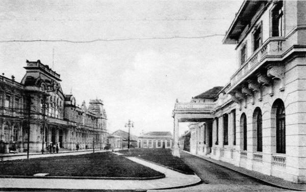 Una imagen de la Plaza Juan Rafael Mora, en calle 2 y avenidas 1 y 3, antes de la colocación del monumento. Fotografía de autor no determinado. Cortesía de Andrés Fernández.