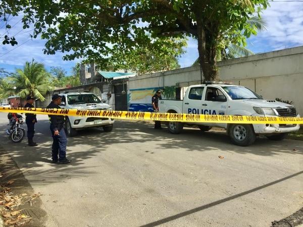 El Organismo de Investigación Judicial (OIJ) detuvo a 13 sujetos por sospechas de tráfico de drogas y tenencia ilegal de armas de fuego. La Fuerza Pública y Guardacostas ayudaron en el operativo. Foto: Raúl Cascante.