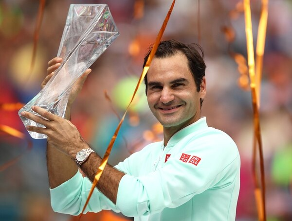 MIAMI GARDENS, FLORIDA - MARCH 31: Roger Federer of Switzerland celebrates with the winners trophy against John Isner of USA in the final during day fourteen of the Miami Open tennis on March 31, 2019 in Miami Gardens, Florida. Julian Finney/Getty Images/AFP == FOR NEWSPAPERS, INTERNET, TELCOS & TELEVISION USE ONLY==