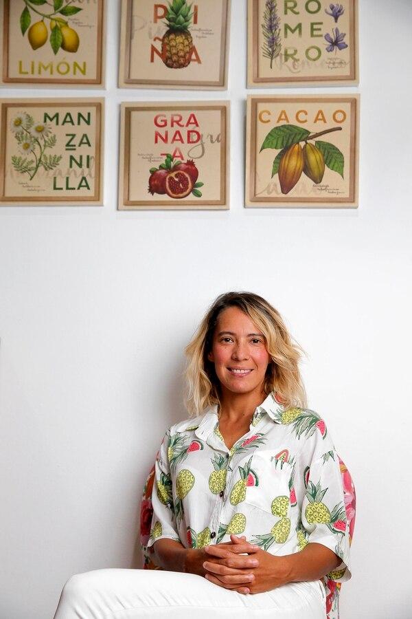 Nena Murillo se entusiasmó tanto con la cocina que, aun siendo ingeniera industrial, estudio gastronomía y hoy ofrece una alternativa de comida saludable en la que garantiza que los alimentos son nutritivos y además, sabrosos. Fotos: Mayela López