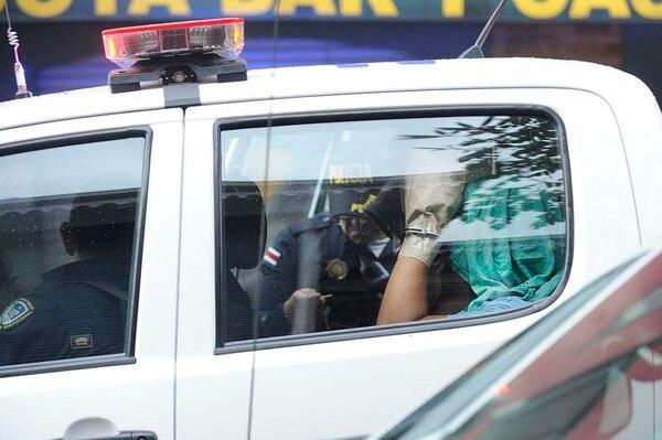 Los sospechosos de disparar quedaron a la orden del OIJ y se les trasladó para pruebas forenses de parafina en sus manos.
