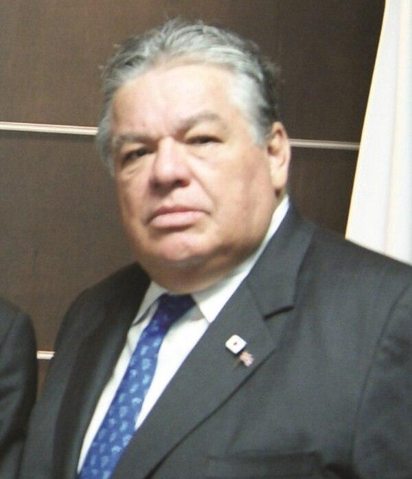 Fernández fue profesor de la UCR durante 30 años. Deja esposa, cuatro hijos y seis nietos.