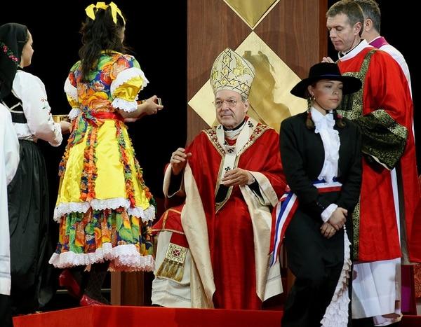 El cardenal George Pell presidió una misa con motivo del Día Mundial de la Juventud, el 15 de julio del 2008, en la zona portuaria de Sidney, Australia.