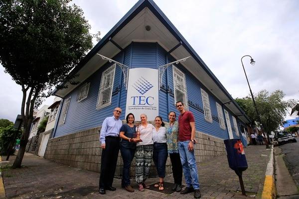 Fernando Vega, Mariela Hernández, Ivette Güier, Doreen Bákit, Alexandra De Simone y Julio Solís forman parte del movimiento de desarrollo urbano y social de barrio Amón galardonado por Icomos.