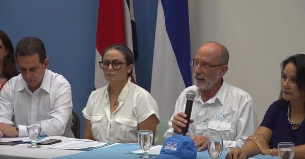 En julio, las autoridades de la UCR presentaron los avances de sus investigaciones sobre acoso sexual en la sede de Liberia, Guanacaste, de esa casa de enseñanza. El anuncio lo hizo el rector de la institución, Henning Jensen (tercero a la derecha), en compañía de sus vicerrectores. A la izquierda del jerarca, Marlen León, vicerrectora de Docencia. Imagen: captura de pantalla, transmisión de conferencia de prensa en Guanacaste.