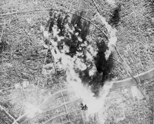 Los aviones de EE. UU. finalizaron la tarea de los ingleses con dos bombardeos diurnos. | FOTO: ARCHIVO