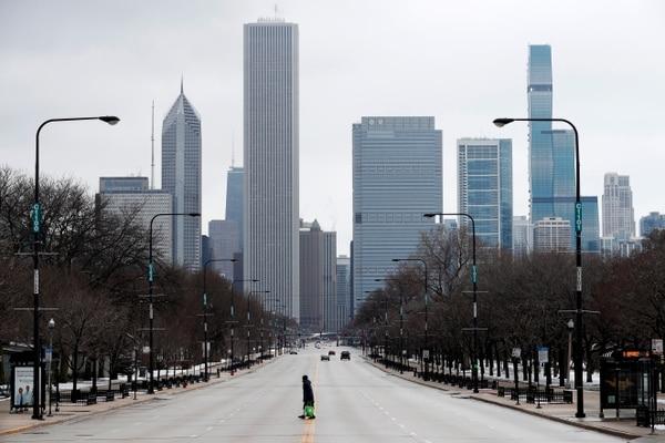 La vía Columbus Drive, que divide el Grant Park de Chicago y que está usualmente muy concurrida, mostraba este aspecto el martes 24 de marzo del 2020.