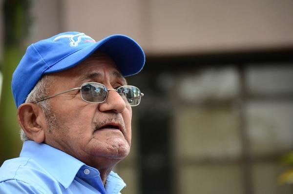Miguel Barrios, de 70 años, denunció ayer la agresión.   JORGE NAVARRO.