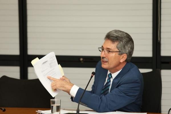 Welmer Ramos, exministro de Economía, compareció ante los diputados este viernes 8 de setiembre por el caso del cemento chino.
