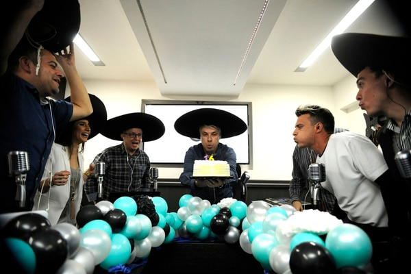 El programa radial 'Pelando el ojo' cumplió 16 años al aire en noviembre pasado. Fotografía: Rafael Murillo.