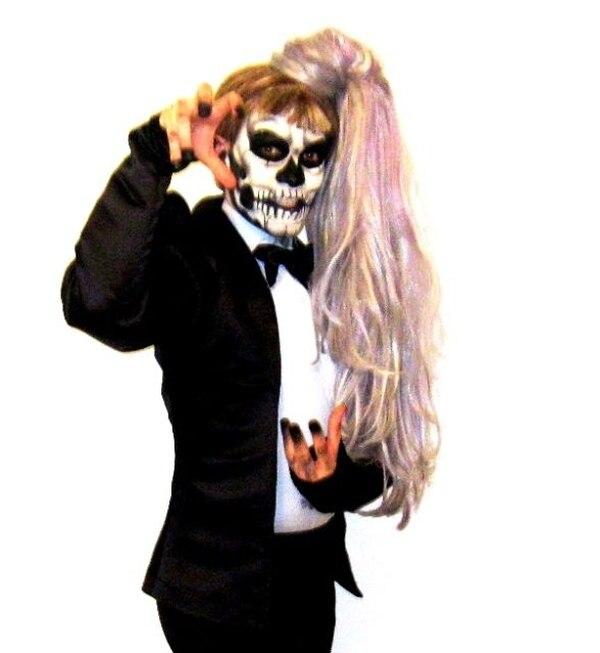 El transformista Thio espera demostrar su talento en el show en Rick's, con su personificación de Lady Gaga. Thio Carvajal para LN.Admiración.