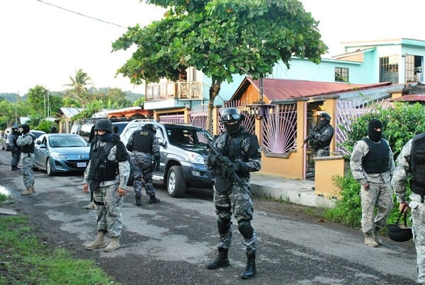 En junio del 2012, la Policía Judicial realizó 20 allanamientos en diferentes lugares de Puntarenas para desarticular una organización que conseguía la cocaína en Panamá para venderla al menudeo. | ARCHIVO LN