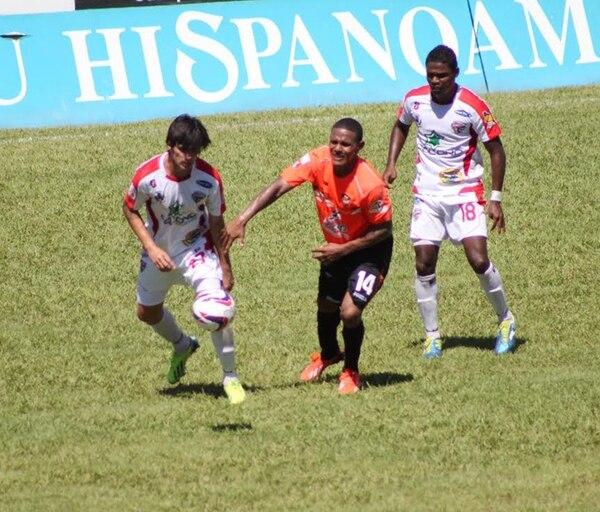 En la primera vuelta Puntarenas y Santos dividieron honores en la Olla Mágica con un 2-2. Hoy se verán las caras de nuevo. | ALEXÁNDER OTÁROLA / ARCHIVO