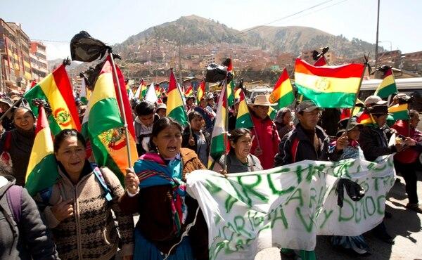 Las protestas se fortalecieron con la llegada a La Paz de centenares de mujeres de La Asunta. Foto: AP