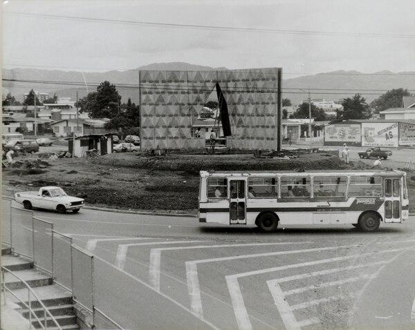 La rotonda de Guadalupe en los años 90. Luego fue sustituida por una intersección con semáforos.
