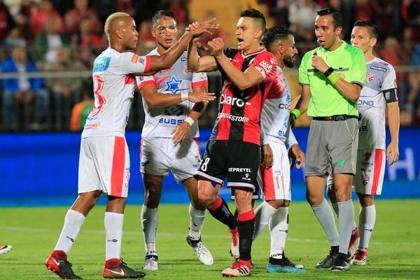 Santos de Guápiles venció a la Liga 2 por 0 en su propio estadio. Fotografía: Rafael Pacheco.
