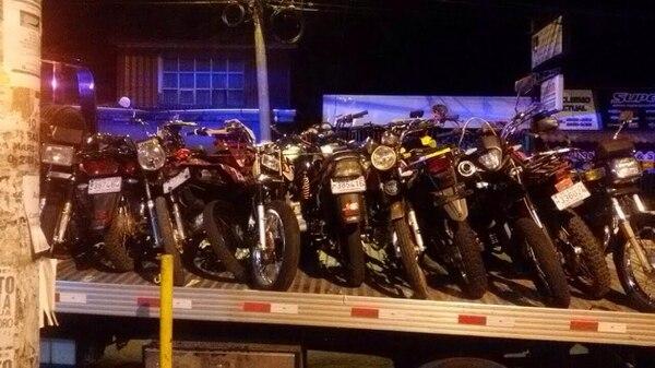 La Fuerza Pública junto a la Policía de Tránsito decomisaron 17 motocicletas en Desamparados.