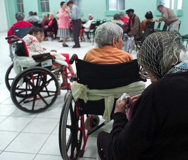El IVM cerró el 2015 con 216.793 pensionados de los que el 50% son por vejez. La pensión promedio es de ¢269.000. Foto ilustrativa   CARLOS GONZÁLEZ
