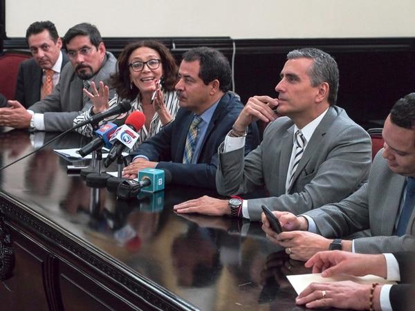 En conferencia de prensa, nueve partidos anunciaron su acuerdo con esta reforma que los exime de comprobar que realmente gastaron en campaña la plata que luego le cobran al Estado. | JORGE NAVARRO.