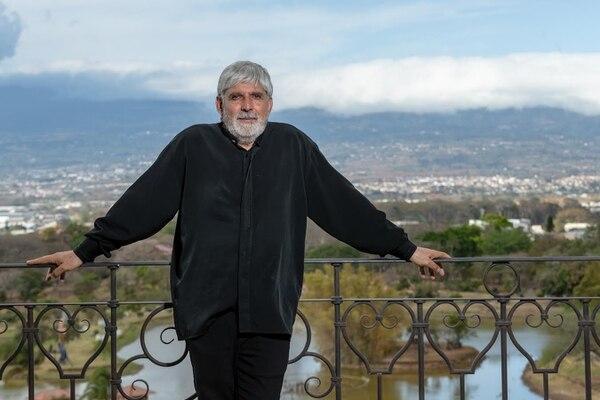 El escultor costarricense Jorge Jiménez Deredia abrió las puertas de su casa y de su corazón en una sentida entrevista para la revista Sabores, que recién empezó a circular esta semana. Foto José Cordero/Grupo Nación