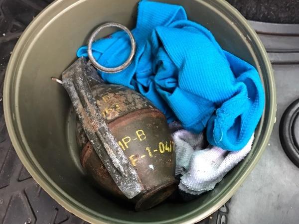 Esta granada de fragmentación estaba entre las armas decomisadas este miércoles por la PCD. Foto: Cortesía MSP