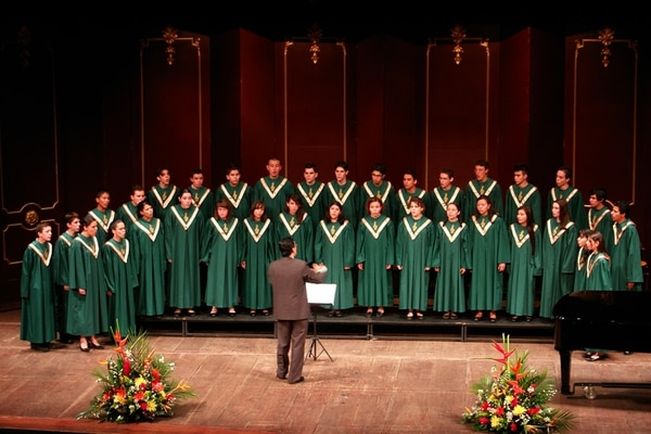 Tiempo medido. Cada coro cuenta con 15 minutos para compartir su repertorio, en el que debe incluir mínimo una obra costarricense. Archivo