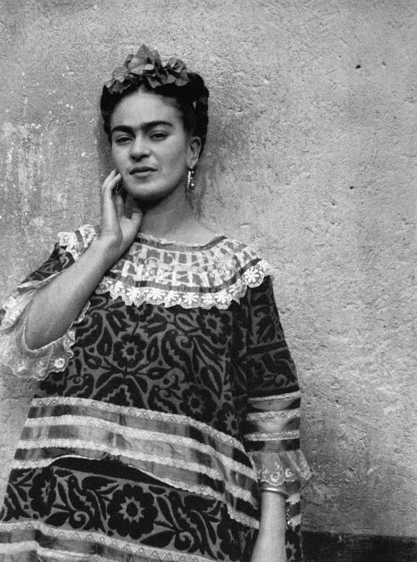En 1944, el colombiano Leo Matiz fotografió así a Frida Kahlo. Cortesía de 'Frida: en el lente de diez maestros'