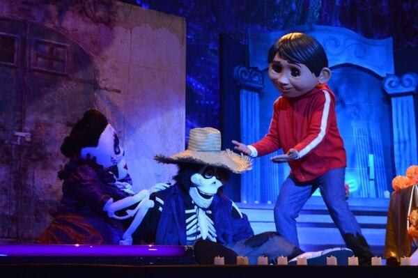 Botargas de los personajes de 'Coco' y vestuarios similares a los de la película serán parte del espectáculo teatral. Fotografía: Cortesía Museo de los Niños.