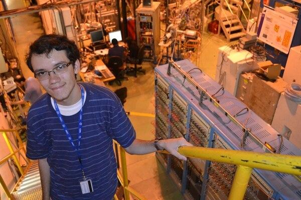 Este es el costarricense Rafael Arce Gamboa en el laboratorio Isolde. Este es capaz de producir unos 700 isótopos de más de 70 elementos y se dedica a la producción de una amplia variedad de haces de iones radioactivos de uso en investigación fundamental y aplicada. | ALEJANDRA VARGAS