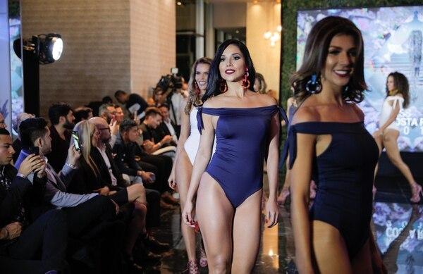 Las candidatas realizaron una pasarela en traje de baño en el Gran Hotel Costa Rica. Foto Jeffrey Zamora
