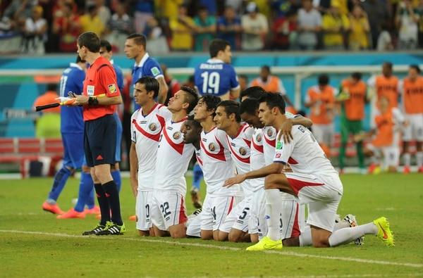 La tensión estaba al máximo en la fila de cobradores, justo durante la tanda de penales ante Grecia.