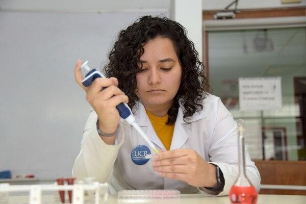 Pruebas para pacientes asintomáticos del Covid-19; En las foto: Navilla Apu, asistente de Farmacia.