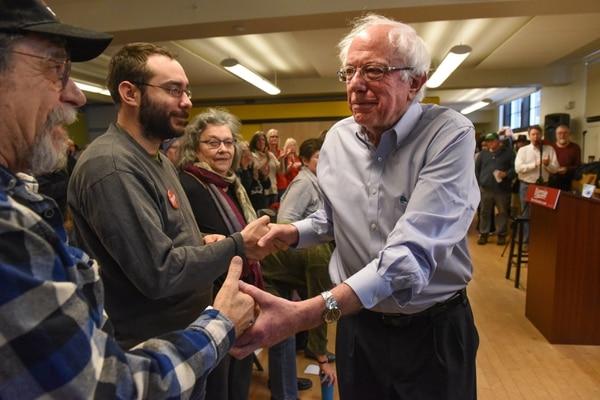 El senador estadounidense, Bernie Sanders, asiste a un acto de campaña para la candidata a la gobernadora demócrata Christine Hallquist en Montpelier, Vermont.