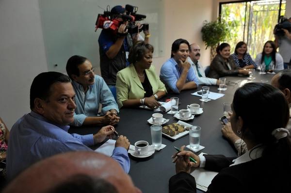 Johnny Araya tuvo la primera cita con los diputados electos del PLN. Antonio Alvarez Desanti estuvo ausente por motivos de viaje. | JORGE NAVARRO.