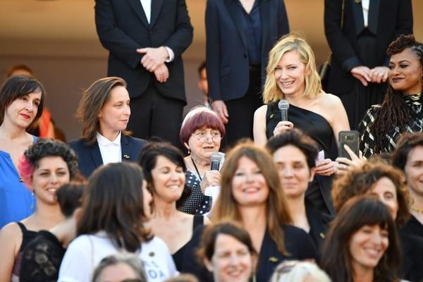 Cate Blanchett lideró una protesta de 82 mujeres en el festival de ...