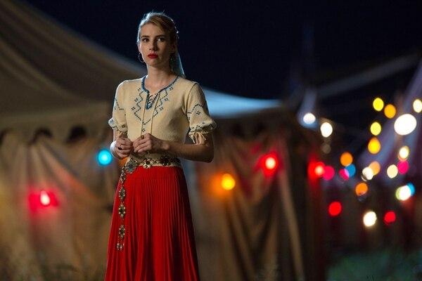 Emma Roberts interpreta a una de las instructoras de gimnasia del campamento, lugar que será testigo de los crímenes más sangrientos de 1984. Fotografía: Canal FX para La Nación
