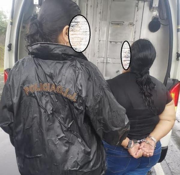 La sospechosa fue remitida a la Fiscalía de Alajuela junto al resto de integrantes de la banda. Foto: OIJ