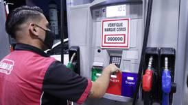 ¢9.000 más por llenar el tanque de gasolina: ese fue el aumento en nueve meses