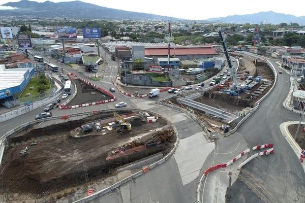 Se habilitaron cuatro vías marginales para asegurar el paso fluído de vehículos por la zona. Foto: MOPT.