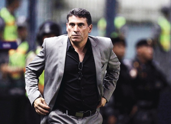 Luis Fernando Suárez destaca por ser un entrenador ordenado que pone la disciplina ante todo. Se inició con el equipo de Honduras en el 2012. | AP