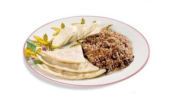 l tradicional gallo pinto, una mezcla de arroz y frijoles, es un platillo que lo podemos comer solo o acompañado con huevo, queso, tortilla, pan y hay algunos que le suman una carne.