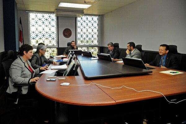 El martes anterior, la Sala IV sesionó con los dos magistrados propietarios, Luis Fernando Salazar y Nancy Hernández, nombrados por los diputados en sustitución de Luis Paulino Mora y Ana Virginia Calzada. | MAYELA LÓPEZ.