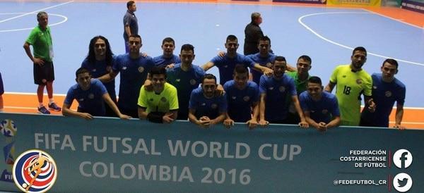 Los jugadores de la selección de fútbol sala posaron tras el entrenamiento en el Coliseo Bicentenario de Bucaramanga.
