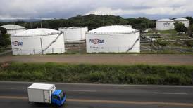 Gobierno pide a diputados rebajar impuesto del gas y eliminar plus a empleados de Recope
